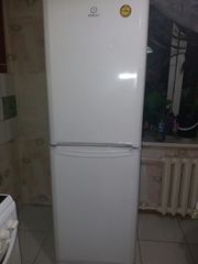 продам холодильник Indesit 2х компрессорный.